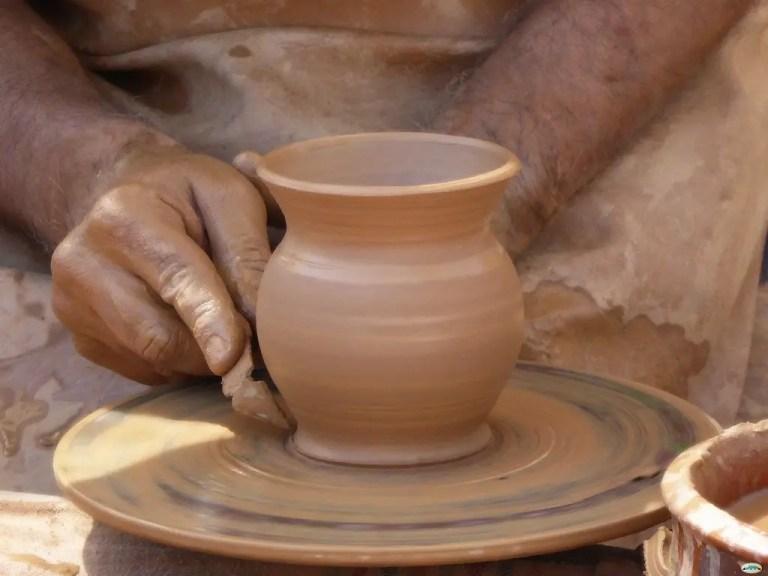 Alfarero creando una vasija