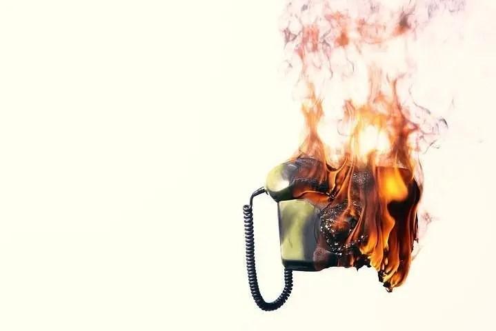 Teléfono ardiendo; publicidad no deseada