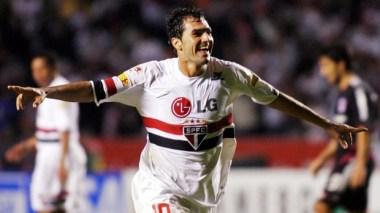 Danilo tira o grito de gol contra o River
