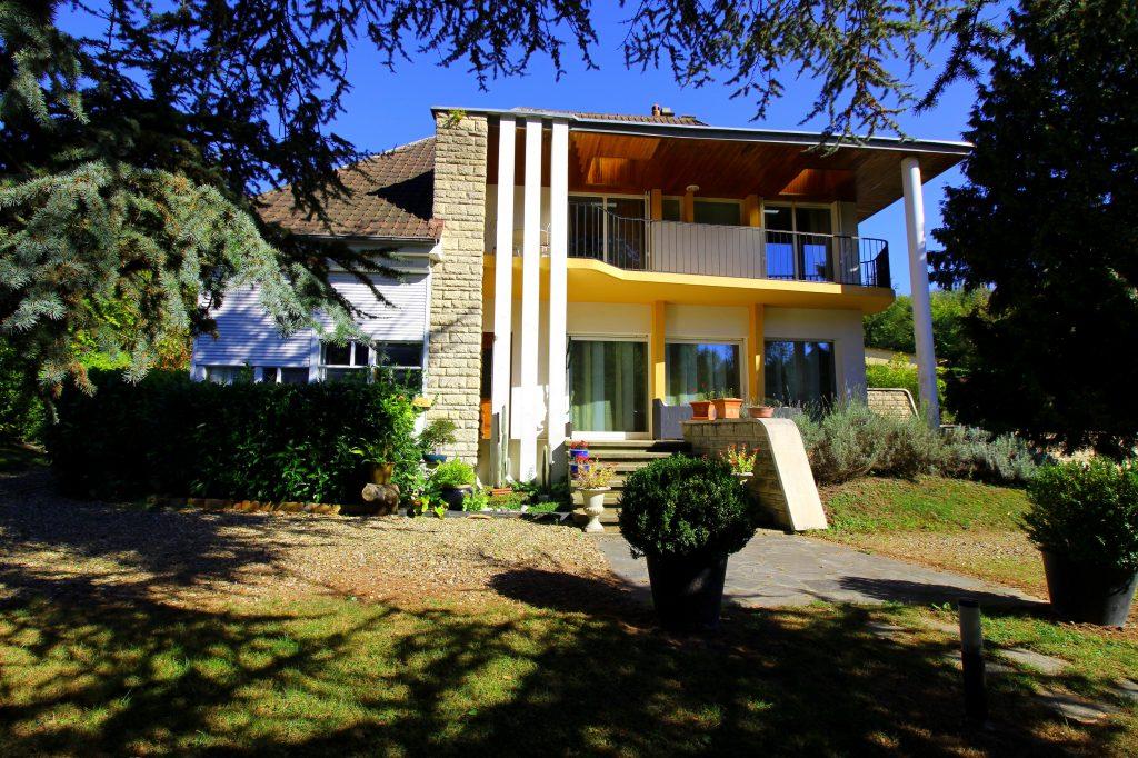 situee a 15 kilometres de gouvieux il est incontestable que cette maison compte parmi l une des plus prestigieuses du secteur