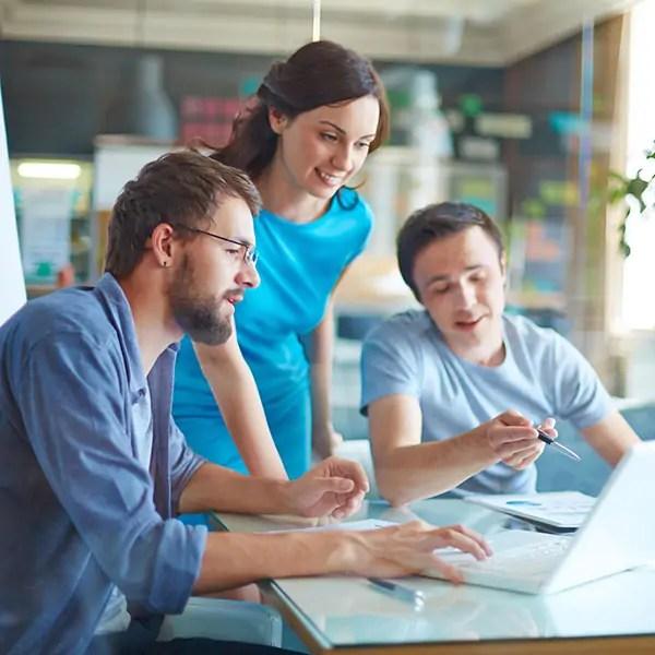 Business People bei Beratung Online Marketing Strategie