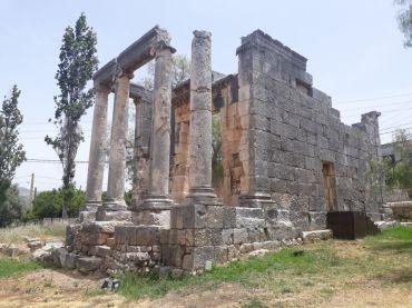 Il tempio di epoca romana a Bziza