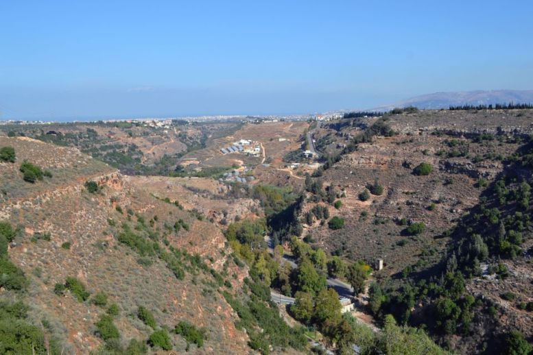 Vista della valle attraversata dal fiume Abu Ali