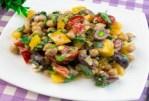 Salade rapide aux pois chiches et légumes - simple et incroyablement savoureuse!