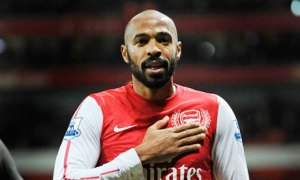 Thierry Henry surprises students dressed as a teacher (Photo)