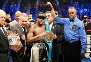 Floyd Mayweather wins Manny Pacquiao after 12 Rounds