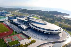 Chinese tycoon spends £100 million to build Star Trek replica ship as company HQ (Photo + Video)