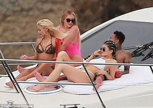 Kylie Jenner shows off hot bikini body as she vacations in Mexico with Tyga and Friends (Photos)