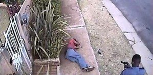 South African Police surrender after caught on camera killing suspect (Warning graphic video)