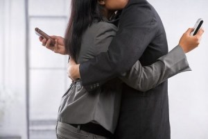 7 ways Facebook can ruin your relationship