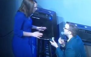 Comedian proposes to girlfriend live on stage and gets rejected (Photo + Video)