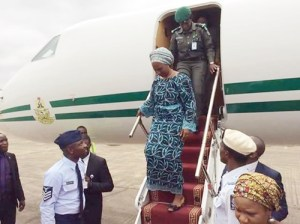 VP Osinbajo's wife flies in presidential jet to donate just 5 bags of rice to Agatu victims (Photos)
