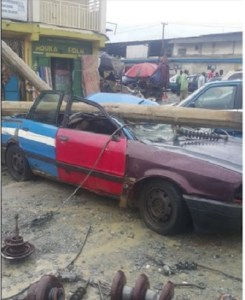 Port Harcourt residents escape death after electric pole crashed on a car (Photos)