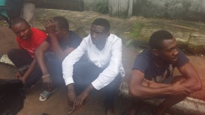 Police arrest fraudsters after fighting over how to share $7,000 deal (Photo)