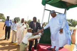 Corper gets gift from Bauchi State Governor