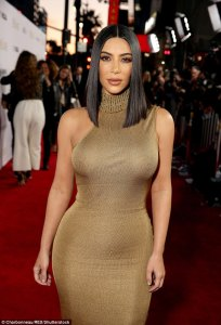 Kim Kardashian leaves premiere of movie after she caught a cold