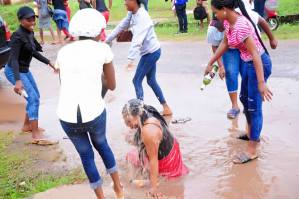 Look at what friends did to this lady on her graduation day ( Photos)