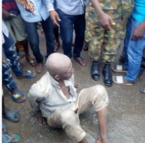 Kidnapper discovered inside a canal in Mushin, Lagos (Photos)