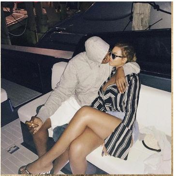 , Loved up photo of Beyonce and her husband, Jay Z hits the Internet, trolls say PDA looks forced, Effiezy - Top Nigerian News & Entertainment Website
