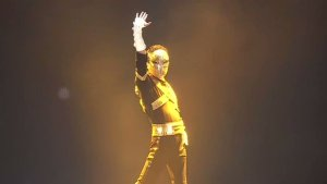China's richest man, Jack ma performs a Micheal Jackson dance routine on stage (Video)