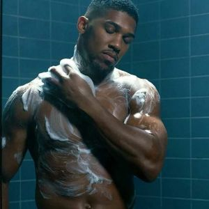 Anthony Joshua bathing for fragrance lynx (Photos)