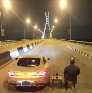 Man & His Car Chill In The Middle Of The Road On Lekki-Ikoyi Bridge (Photos)