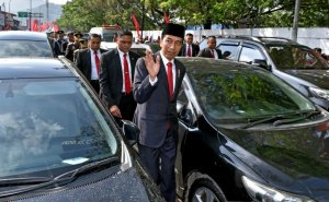 Indonesia Traffic Jam Forces President Out Of Car, Walks 2Km To State Event