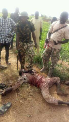 , Soldiers Pose With Terrorist's Dead Body After Repelling Boko Haram Attack. PICS, Effiezy - Top Nigerian News & Entertainment Website