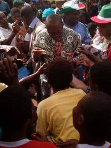 Peter Obi Shares Money In A Market, Mobbed By Traders Ahead Of Anambra Election