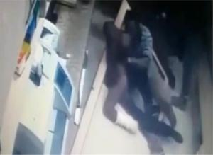 Nigerian gangs fight with swords in Indian hospital (video)