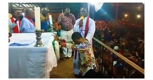Mbaka Anoints Obiano For Second Tenure, Governor Kneels On Altar (Photos)