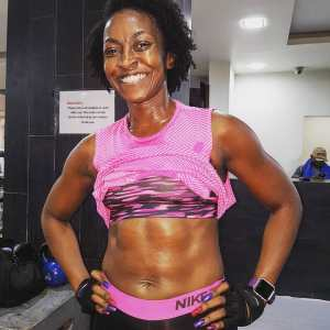 Nollywood Actress Kate Henshaw Shows Off Her Abs (photo)