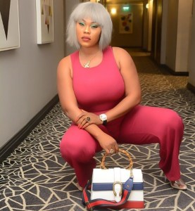 , Daniella Okeke And Her Gucci Bag And Shoes Stuns In New Photos, Effiezy - Top Nigerian News & Entertainment Website