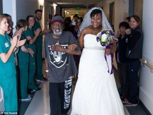 Bride surprises father by getting married at the hospital where he is being treated for leukemia (Photos)
