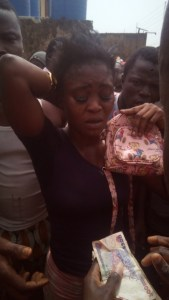 Female Thief Caught And Disgraced In Ijebu Ode, Ogun State (Photos)