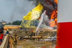 More Photos Of Stallionaire's Tank-farm That Caught Fire Yesterday in Lagos (Photos)
