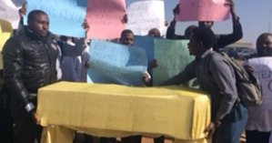 #JUTH Crisis: Doctors protest with mock coffin