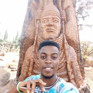 Check Out This Tree Carving Of Oba Of Benin Done By A Student (Photos)