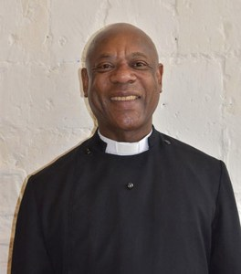 Church Reverend caught smoking cocaine and watching porn (Photos)