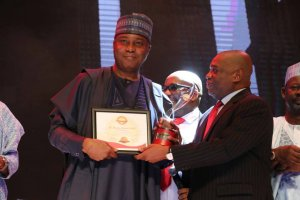 ", Saraki Wins ""Sun's Outstanding Politician Of The Year"" Award (Photos), Effiezy - Top Nigerian News & Entertainment Website"