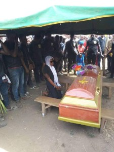 Girlfriend Kneels Before Coffin Of Her Boyfriend To Pay Her Last Respect In Ebonyi State (Photos)
