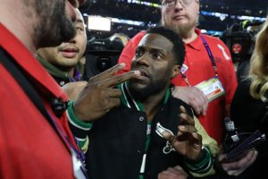 Kevin Hart appeared drunk at Super Bowl, bounced by security guards from getting on stage (Photos & Video)