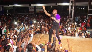 Davido Reacts To Video Of Him Falling While Trying To Climb A Stage In Kigali, Rwanda