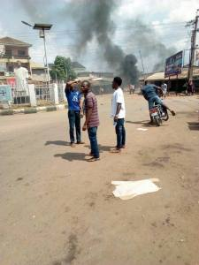 Many Feared Dead As SARS And Youths Clash In Umunze Community In Anambra State (Photos)