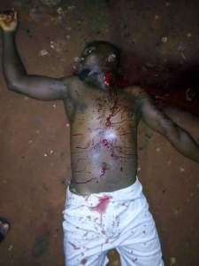 See as a father killed his own son over land issues in Anambra (Graphic Photos)