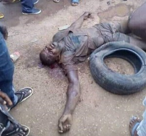 Suspected Bag Snatcher Beaten To Stupor By Angry Mob In Bayelsa (Photos)