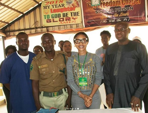, Tonto Dikeh Visits Prison Inmates In Suleja, Niger State (Photos), Effiezy - Top Nigerian News & Entertainment Website