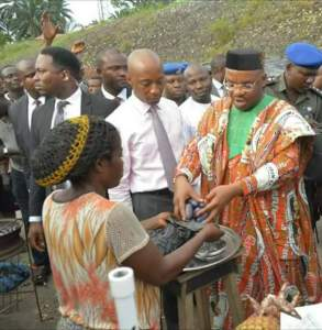 Awka Ibom Governor, Udom Stops His Convoy To Buy Pears From A Roadside Seller (Photos)