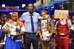 Prophet Jeremiah Omoto Fufeyin Blesses Two Retired Prostitutes With ₦7m (Photos)