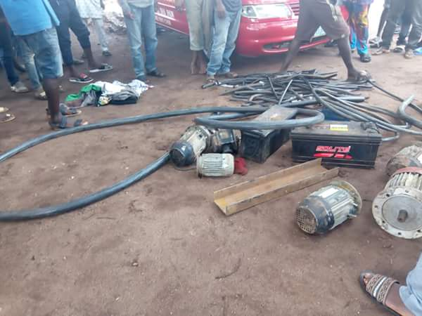 , 2 Robbers Caught And Stripped Unclad In Agbor, Delta (Photos), Effiezy - Top Nigerian News & Entertainment Website